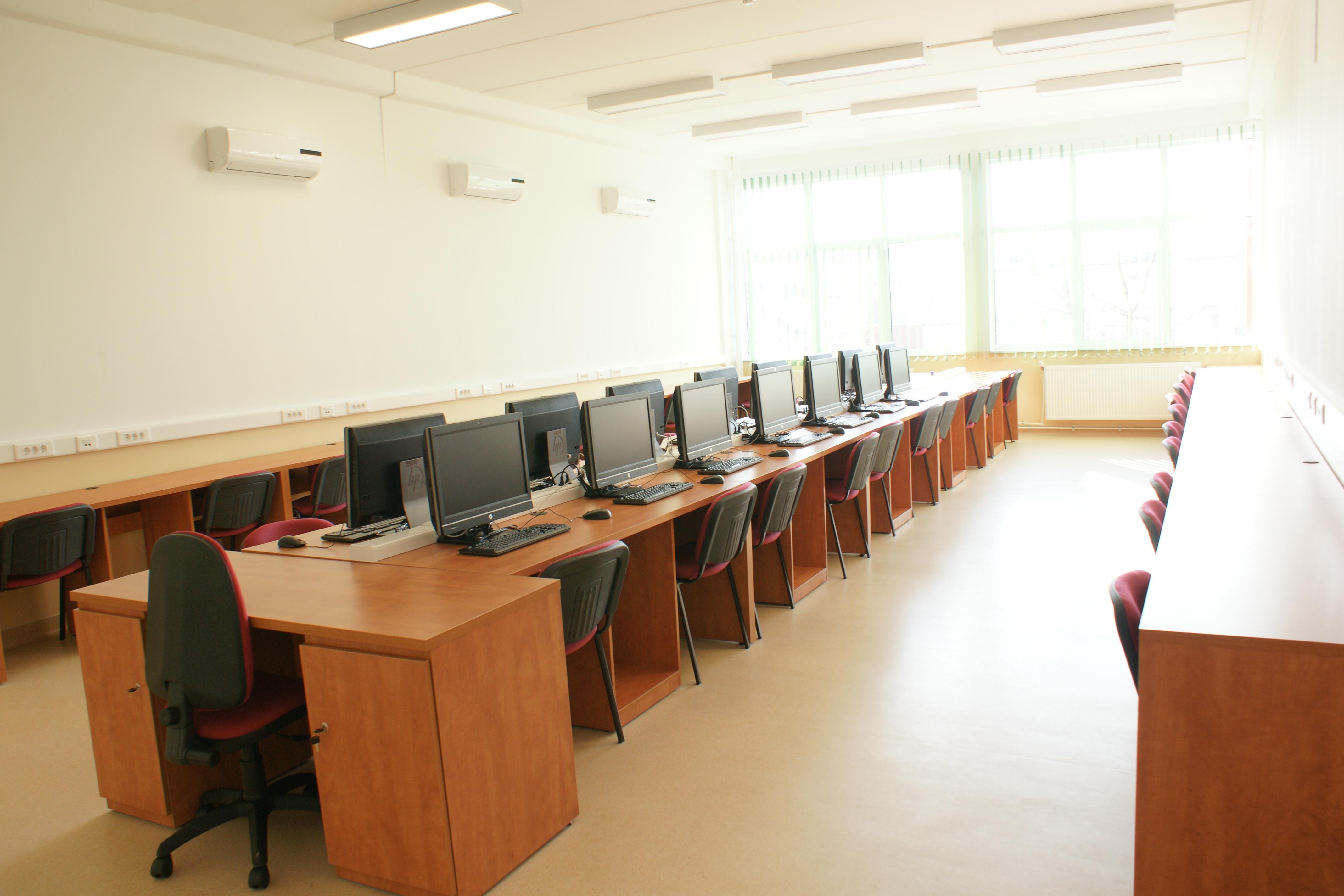 8 laboratoare noi inaugurate la fac. de automatica si calculatoare