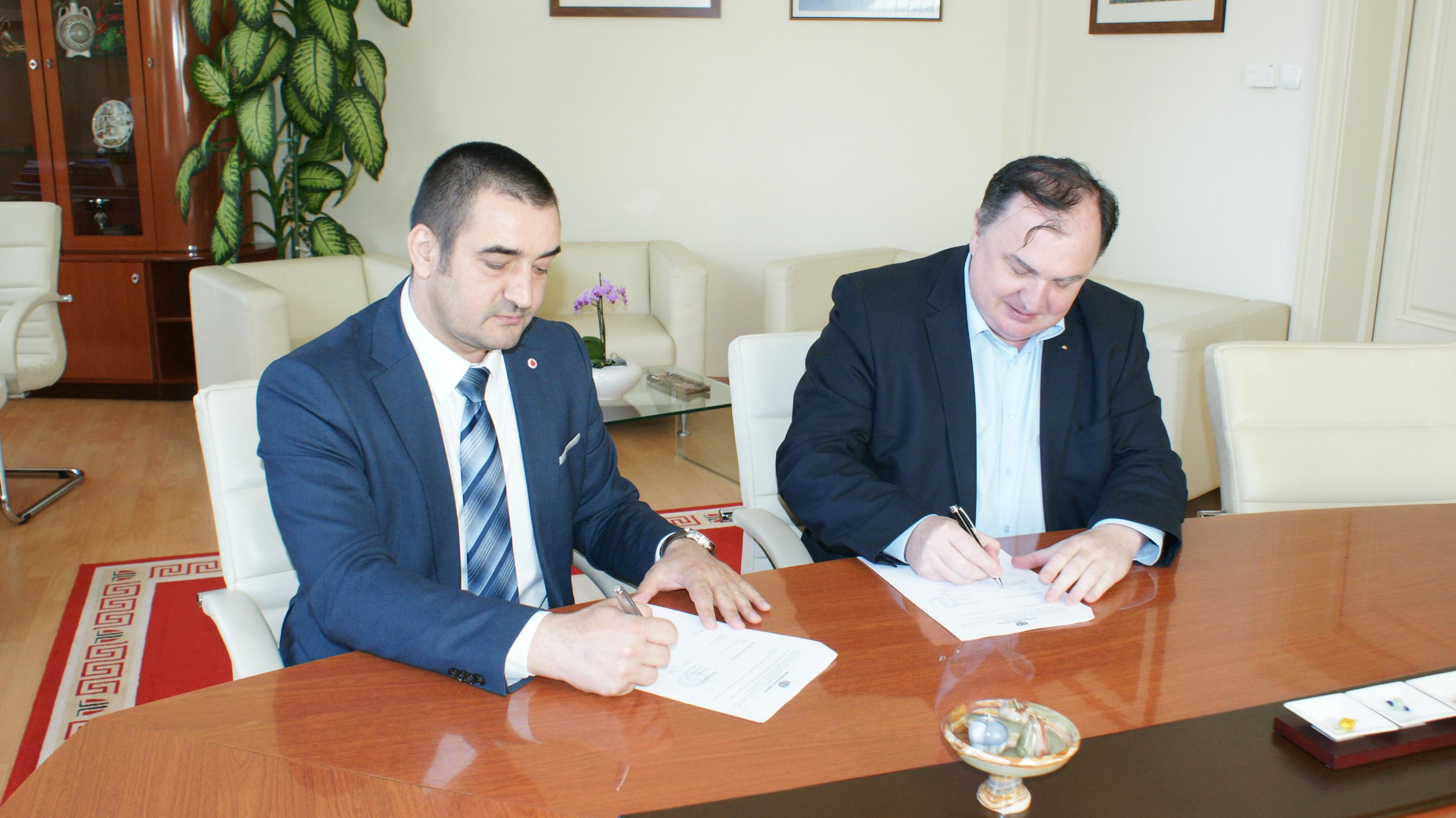 utcn a semnat un parteneriat de colaborare cu vodafone romania